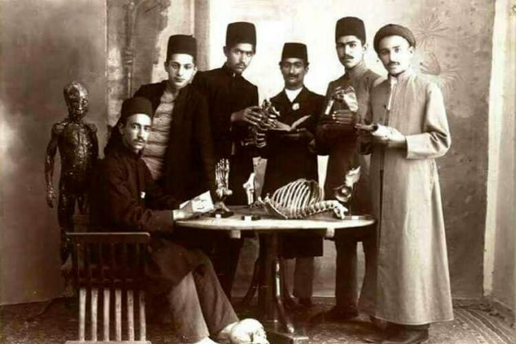 نقش انکارناپذیر پزشکان آمریکایی و انگلیسی در انتقال پزشکی مدرن از مغرب زمین به ایران عهد قاجار