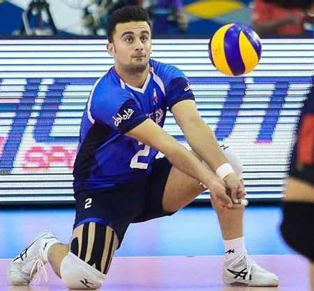 پست لیبرو در والیبال Libero in volleyball,در والیبال به بازیکنی که به همه جای زمین می رود و کوتاه قدتر است چه میگویند, لیبرو, در والیبال بازیکنی که لباسش با بقیه فرق دارد,لیبرو در والیبال چیست,پست لیبرو,دریافت کننده,والیبال و لیبرو,libero position volleyball,