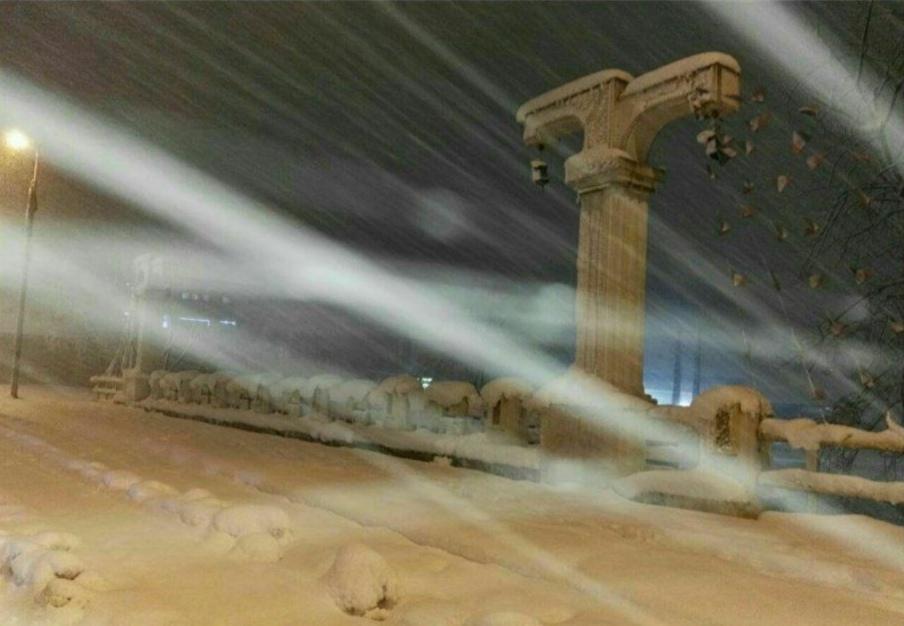 برف یک و نیم متری در راه گیلان